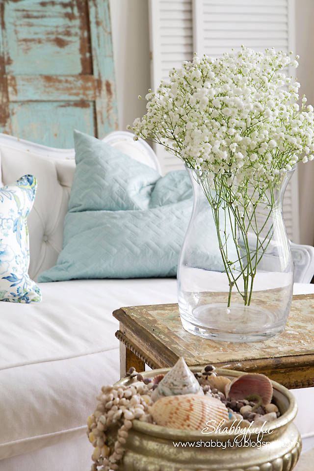 five minute styling tips - coastal flowers and seashells accents
