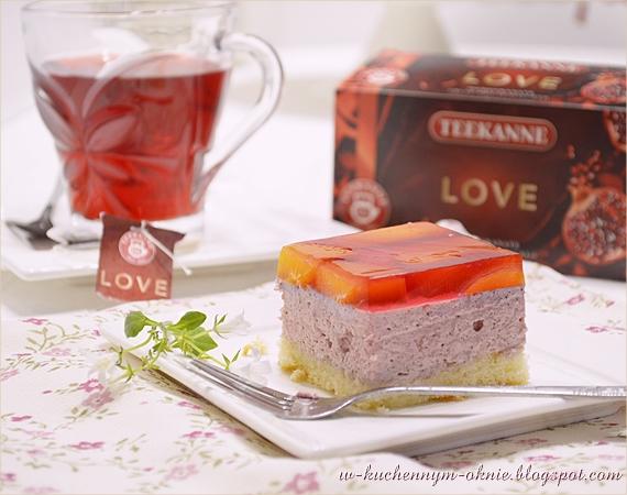 wspaniałe, orzeźwiające ciasto tortowe z kremem na bazie bitej śmietany i serka mascarpone z dodatkiem herbaty o smaku granatu i brzoskwini, z brzoskwiniami zatopionymi w galaretce malinowej