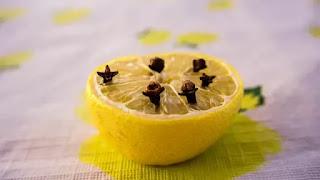 Cara Mengusir Lalat dengan Jeruk lemon dan cengkih