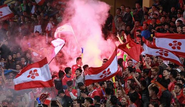 V.League phạt nặng 4 CLB vì để đốt pháo sáng trên sân