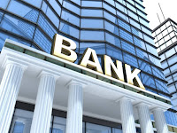 Banka Girişindeki Bank Yazısı
