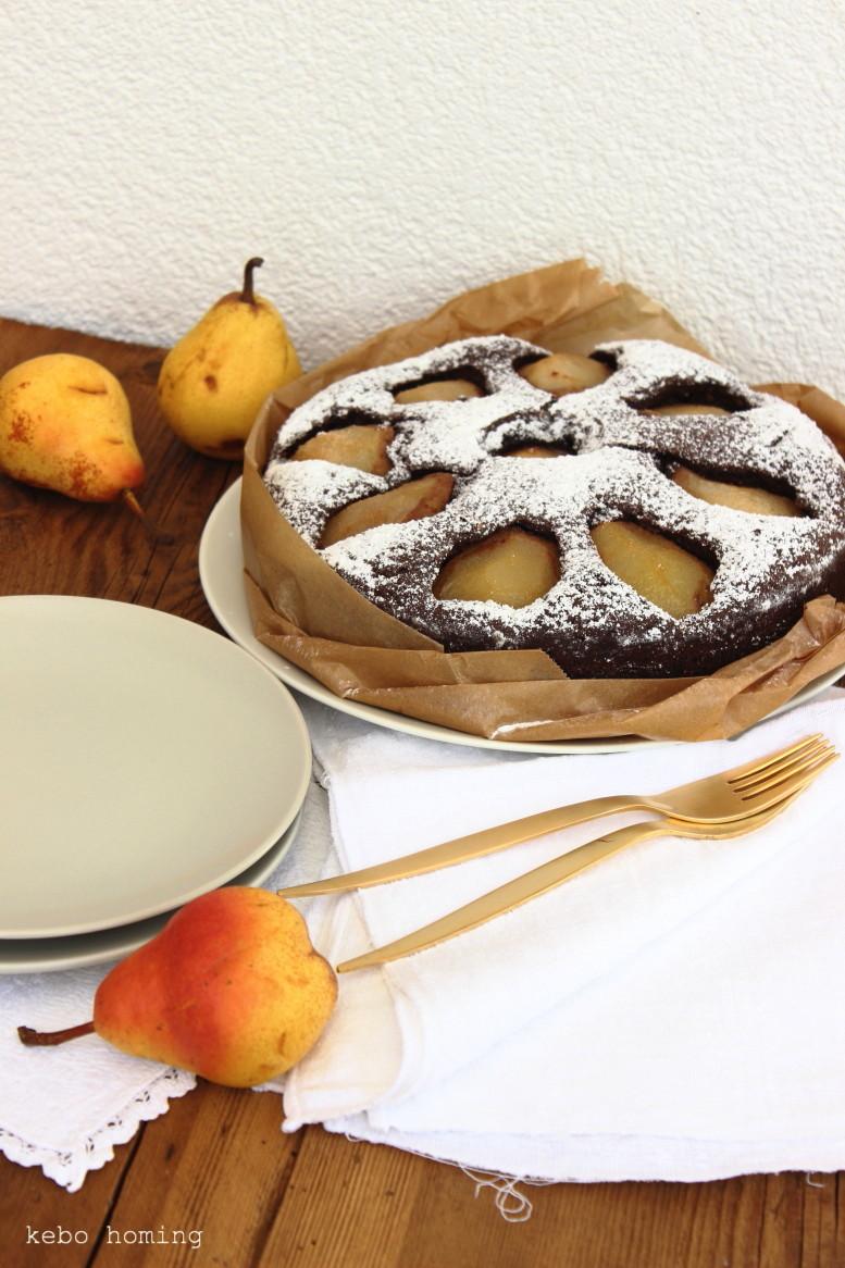 Schokoladenkuchen mit Birnen, Williamsbirnen, Herbstkuchen, Chocolate pear cake, Sonntagssüß, Backen, Rezept auf dem Südtiroler Food- und Lifestyleblog kebo homing, foodstyling & photography