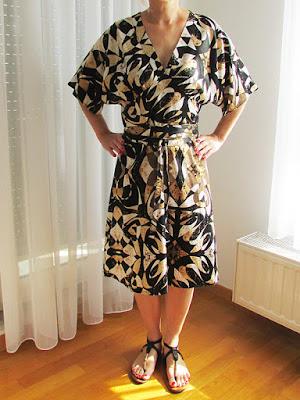 http://ladylinaland.blogspot.com/2015/08/kimono-dress.html