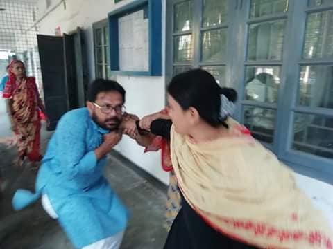 টাঙ্গাইলে বি বি বালিকা উচ্চ বিদ্যালয়ের ছাত্রীদের অশালিন মন্তব্য করায় এক শিক্ষককে গণ পিটুনি ॥ এক বছরের কারাদন্ড