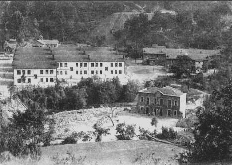Turón. Casa del Pueblo y cuarteles de San Francisco