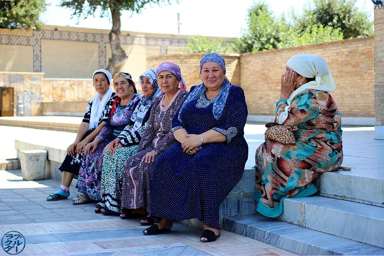 Le Chameau Bleu - Blog Voyage Ouzbékistan -  Femmes Ouzbeks à BOukhara - Asie Centrale