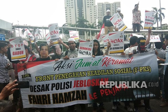 Massa F-PKS Gelar Aksi Jumat Keramat di Polda Metro Jaya