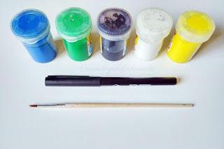 pinturas,pincel y rotulador para pintar Fofubroches con pompones