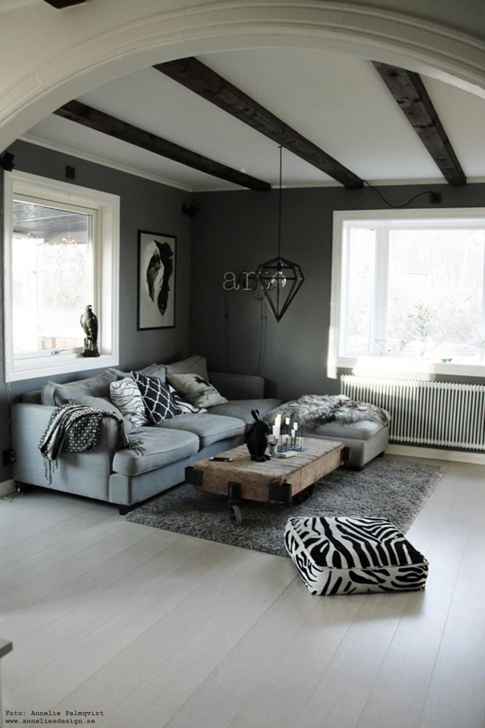 fårskinn, annelies design, webbutik, nätbutik, lampa, lampor, döden, dödenlampa, vit parkett, siffa vardagsrum, vardagsrummet, kanin, dekoration, inredning, falk, fågel, grått, grå, gråa, elce stockholm, & klevering, ljusstake, ljusstakar, candle cross, zebra,