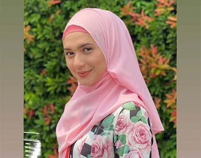Mayang Yudittia Pakai Hijab