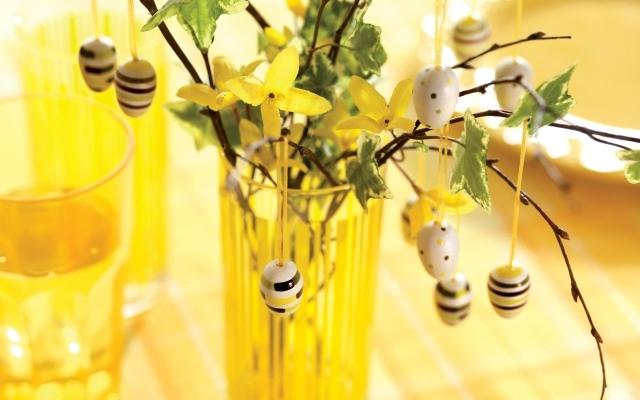 Easter Egg Decorating Ideas Yellow Glass Vase Flowers
