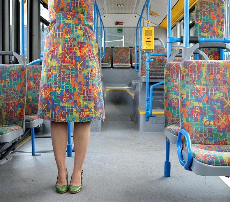 Trajes procedente del transporte público alemán tejidos por Menja Stevenson