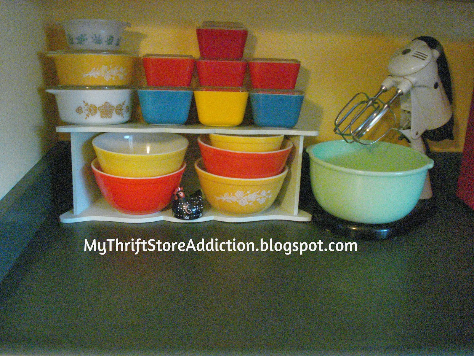 Vintage Pyrex and jadeite