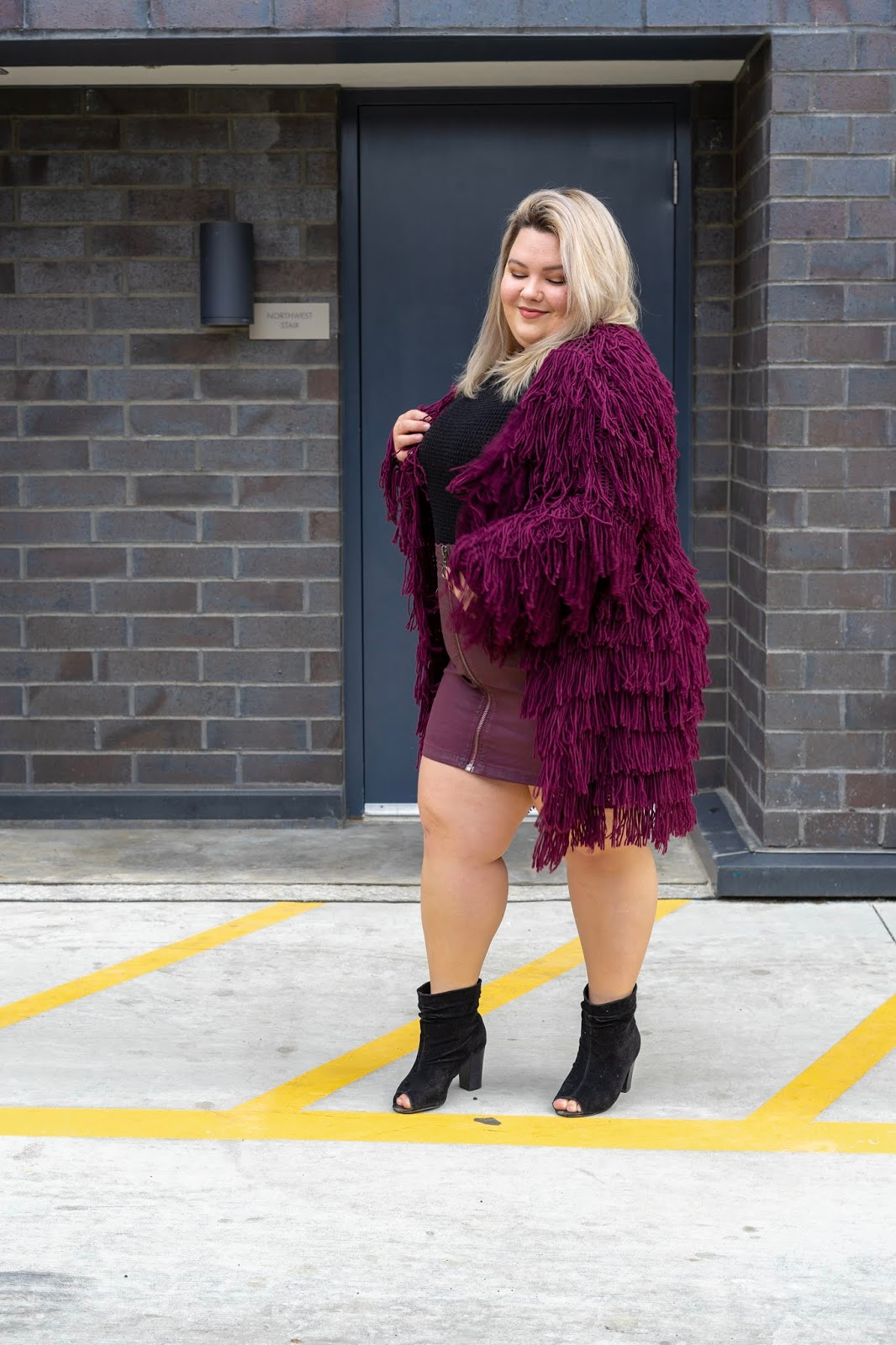Chicago Plus Size Petite Fashion Blogger and model Natalie Craig, of Natalie in the City, reviews fashion nova curve's fringe Abbot Kinney Cardigan II and Burnin' Bridges Skirt.
