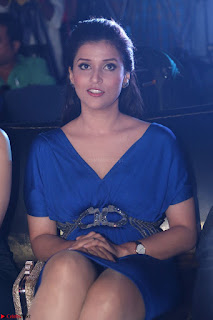 Mannara Chopra in Short Blue Dress at Rogue Movie Teaser Launch 1st March 2017 013.JPG