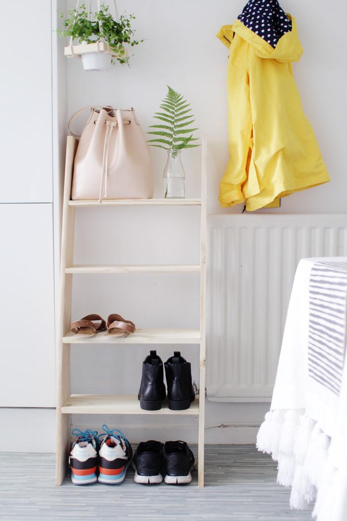 Haz una escalera low cost y utilizala como estanteria - Estanterias low cost ...