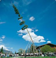 Maibaum als Weltenachse und Weltenbaum, Baum des Lebens