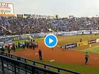 Saat Ridwan Kamil Tiba, Teriakan 'Prabowo...Prabowo' Menggema di Stadion Si Jalak Harupat