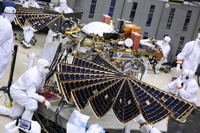 Space Upclose Nasa S Insight Mars Lander Mated To Atlas V