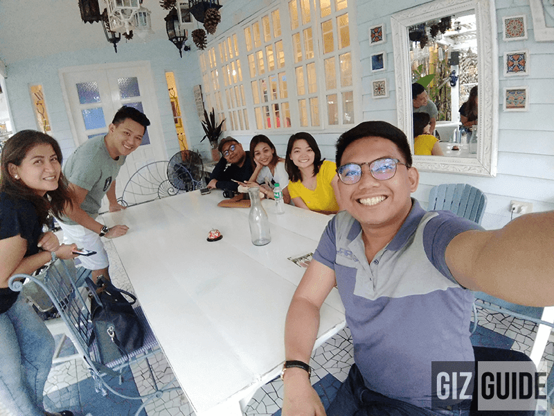 Wide-angle groufie sample