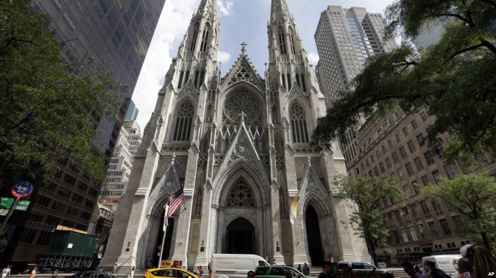 Catedral católica de la Quinta Avenida, en el centro de Manhattan / AP