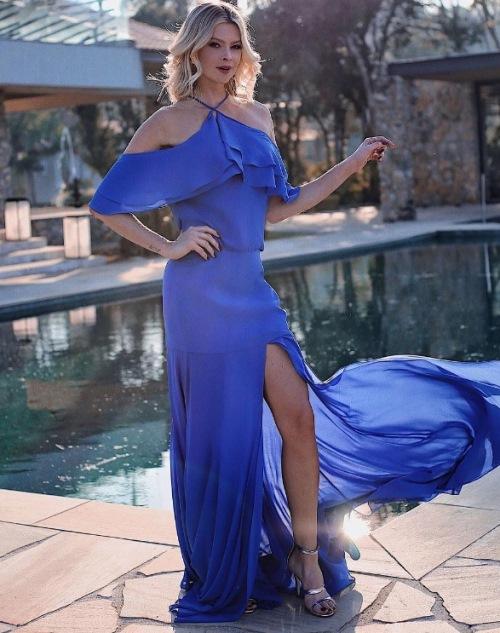 vestido de festa azul casamento na praia