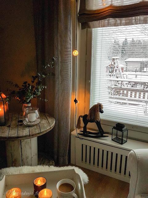 olohuone sisustus olohuoneen sisustus rustiikki vaalea ektorp kaapelikela detail kynttilä