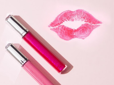 http://www.krisztinawilliams.com/2015/07/how-to-wear-hot-pink-lipstick-trend.html