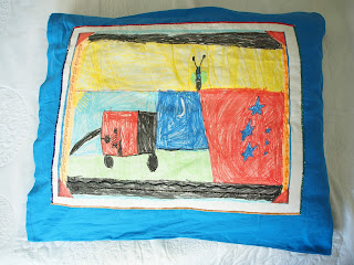 tyynyliina piirros tekstiilitusseilla