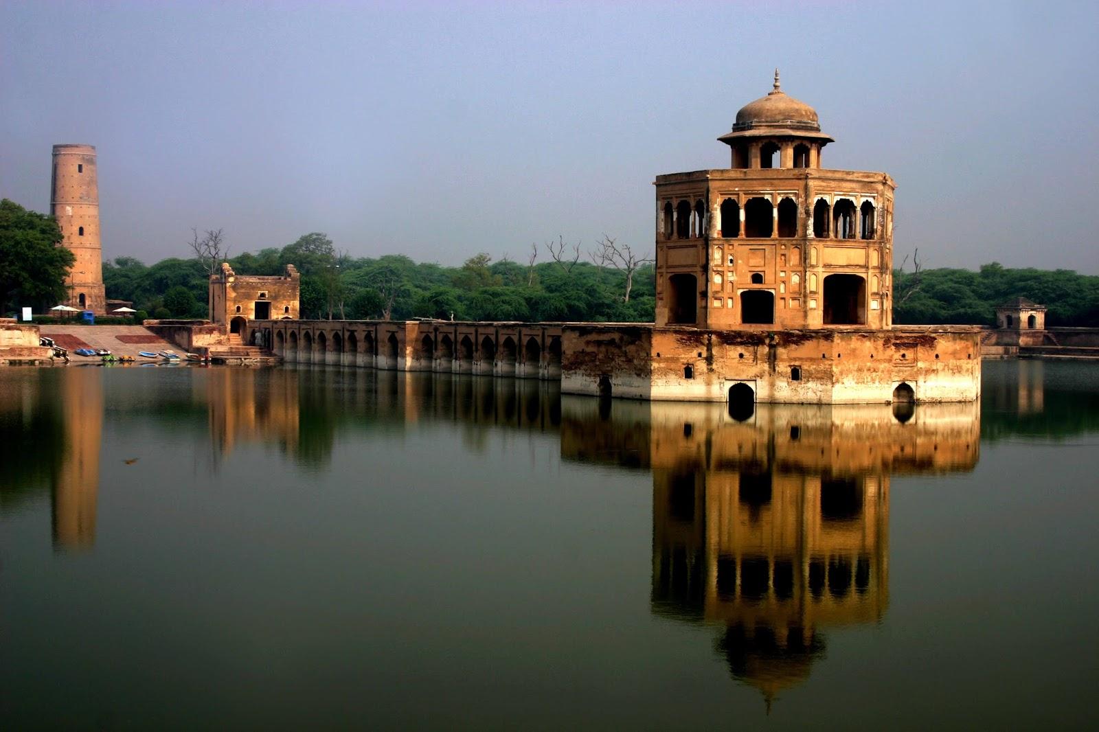 Hiran Minar   Lahore Gallery - BizzKlick