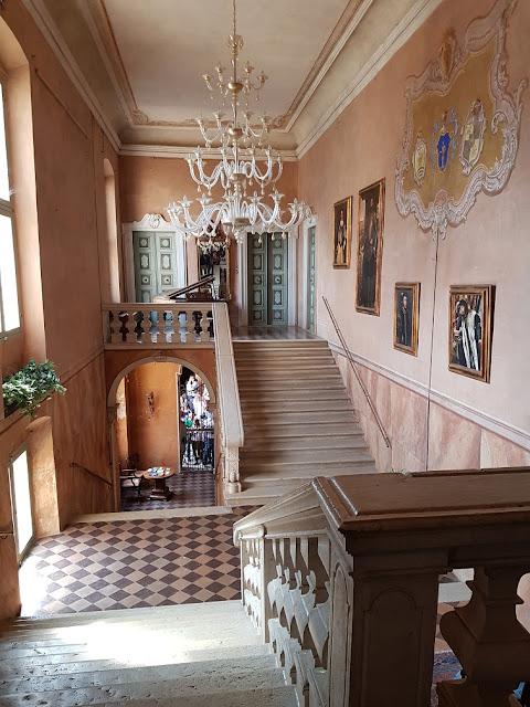 castello di padernello scalone ingresso