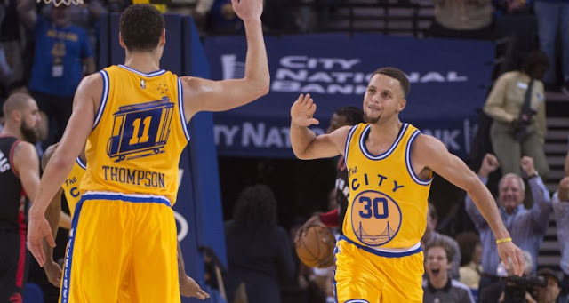 Stephen Curry (30) et Klay Thompson (11)