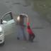 Padrasto é preso após ser flagrado batendo no enteado que roubou carregador de celular, assista o vídeo