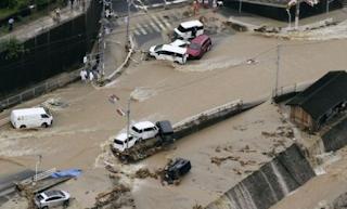 مصرع ما لا يقل عن 38 شخصا وفقد خمسون آخرون إثر الفيضانات في اليابان