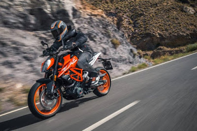2017 KTM Duke 390 naked bike image