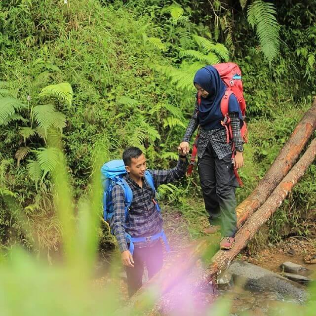 Mendaki gunung bisa ketemu jodoh - foto instagram diniindahguwanti