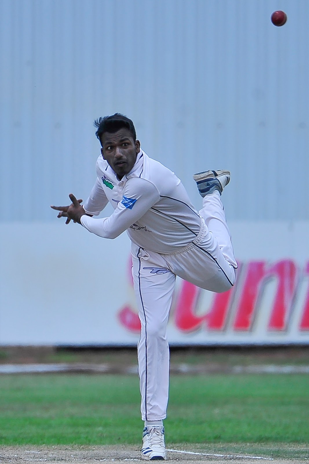 Senuran Muthusamy bowling for the Hollywoodbets Dolphins in 4-Day cricket
