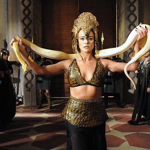 Kalesi (Juliana Silveira), A terra prometida, figurino rainha com cobra roupa dança do ventre