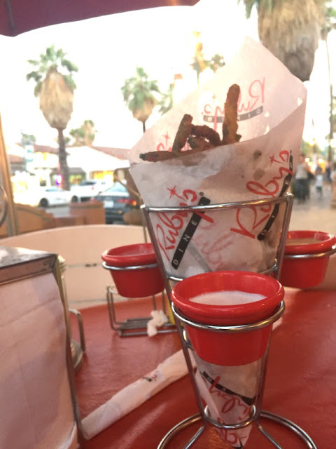 travel, travelblogger, palmsprings, ca, thingstodo, foodie, rubysdiner