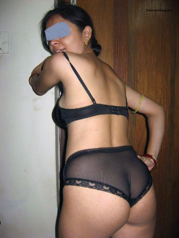 Hot Indian Unsatisfied Brahmin Aunty Showing Her Big Butts -3111