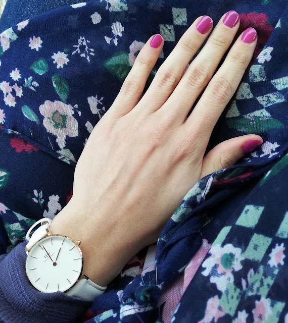 daniel wellington, lak za nokte, avon, nailpolish, nails, nokti, manikura, manicure, watch, fashion, color