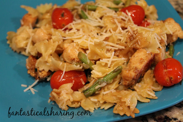 Pasta, Chicken, & Asparagus in Garlic Tomato Sauce // This pasta is served up with asparagus, seasoned chicken, and a light garlic tomato sauce. #recipe #chicken #pasta #asparagus