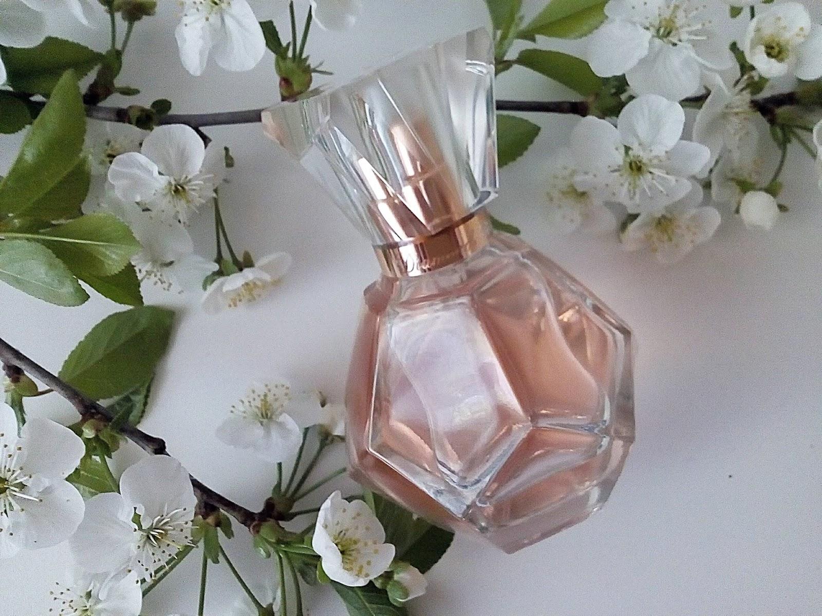 Diamonds Blush woda perfumowana - nuta elegancji zamknięta w pięknym flakoniku