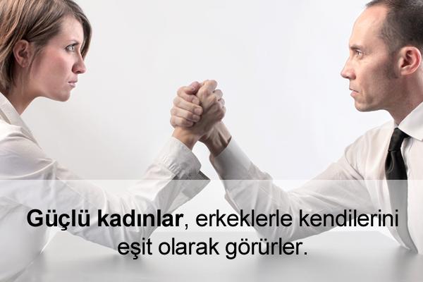 Güçlü kadınlar, erkeklerle kendilerini eşit görürürler.
