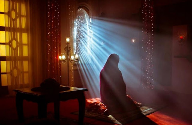 Ibu shalihah melahirkan dan mendidik anak yang shalih