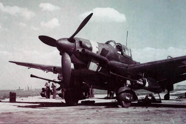 Junkers Ju-87G color photos of World War II worldwartwo.filminspector.com