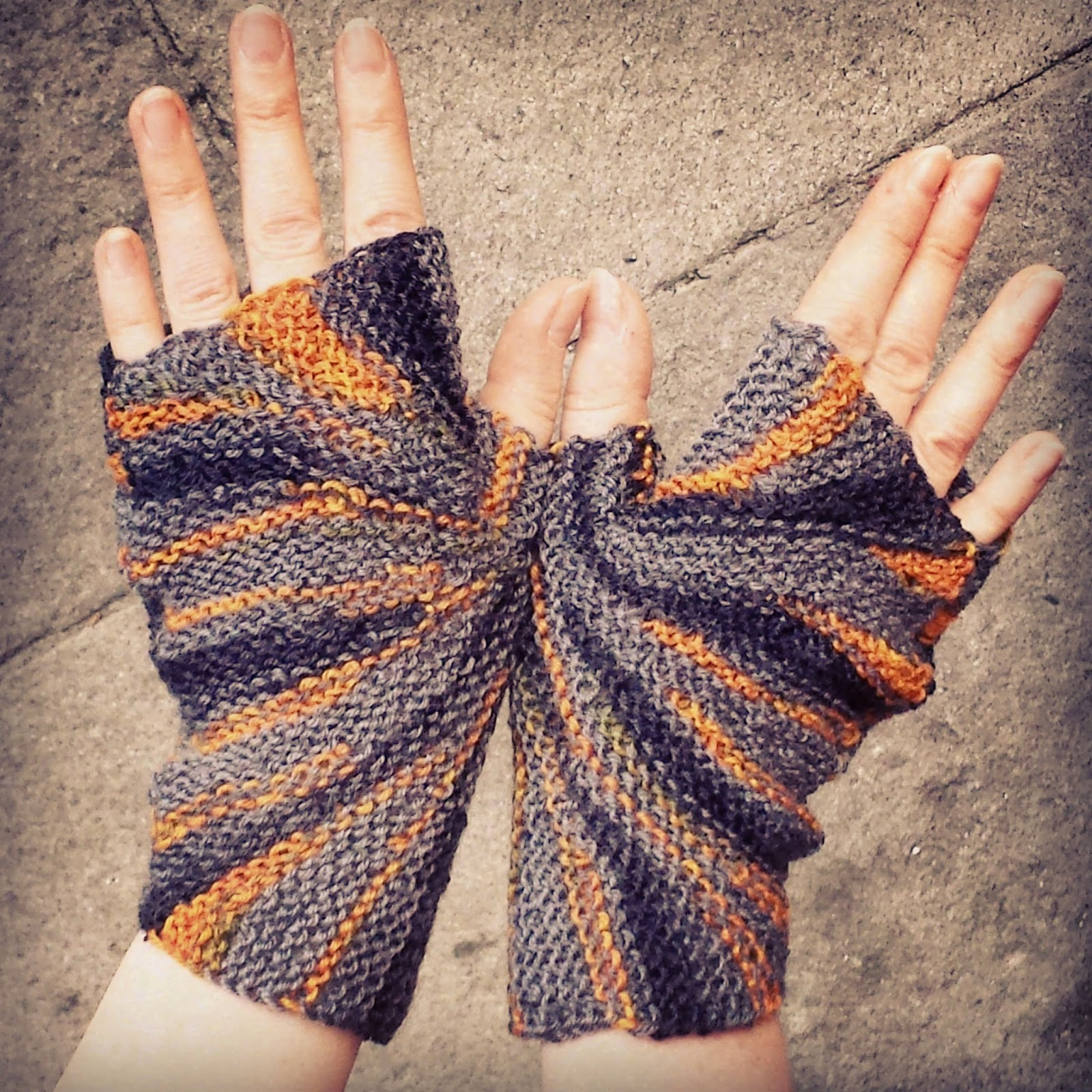 Free Knitting Pattern: Starburst Mitts