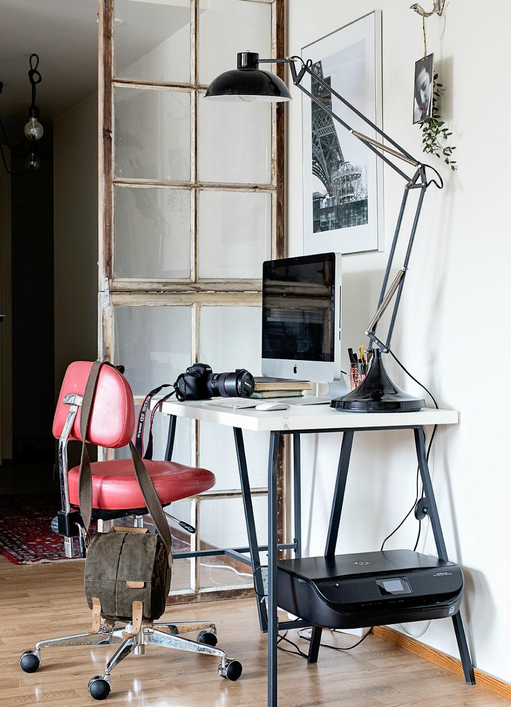 Työpiste, koti, sisustus, sisustaminen, työpöytä, valokuvaus, valokuvaaminen, tietokonepöytä, persoonallinen sisustus, interior design, workspace, home, Visualaddict, Koti kaupungin laidalla, Frida S Visuals, valokuvaaja, Frida Steiner