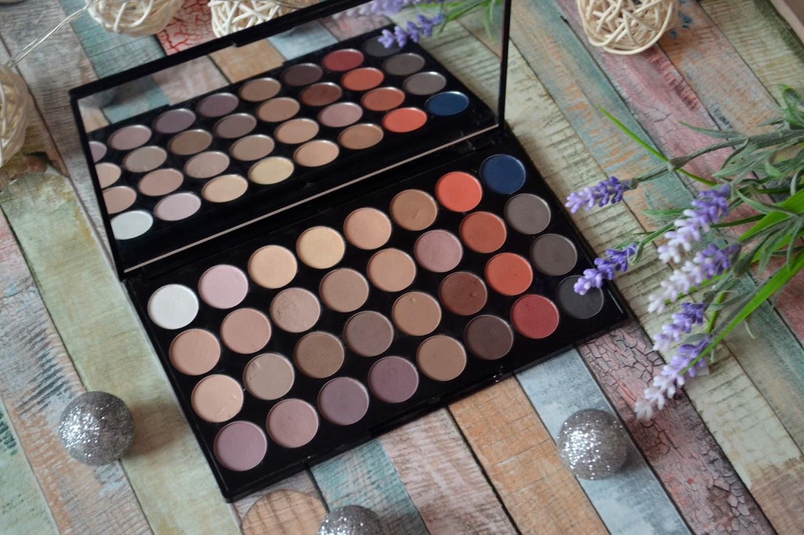 Makeup revolution flawless matte 2, swatche, paleta cieni