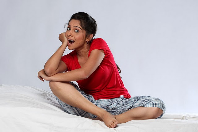 Hot Marathi Actress Sonali Kulkarni Wallpapers, Pictures -9522